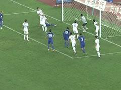 视频-阿尔滨角球造杀机 于大宝铲射错失空门