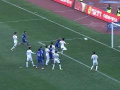 视频-陈涛任意球精确制导 布鲁诺头槌擦柱而出