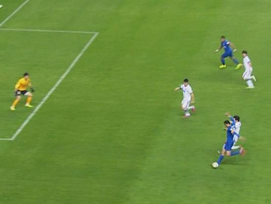 视频-莫雷诺反击半场奔袭 斜射远角遗憾擦柱而出