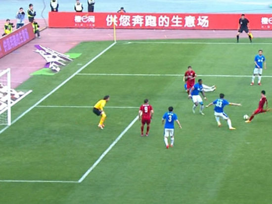 进球视频-后卫抢断孔卡反送礼 武磊推射赛季首球