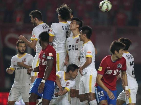 视频集锦-雷永驰失单刀哈维尔伤退 建业0-0亚泰