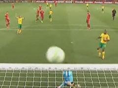 视频-险酿乌龙!拉莫斯解围变线皮球变吊射中横梁