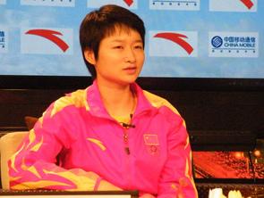 视频-吴静钰做客冠军面对面 儿时像野小子现场高歌