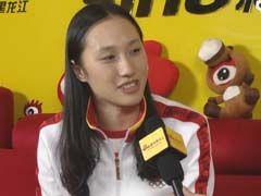 视频-冬奥冠军张虹回乡做客新浪 终于吃到肉了