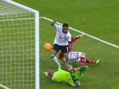 视频-英格兰错失进球 斯特林门前抢点遗憾中柱