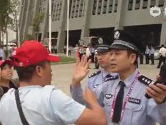 视频-辽宁上海送四川出局 家长哭诉:警察管管足球