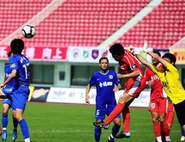 郑龙连过3人妙射补时再秀单刀青岛客场2-0胜长沙