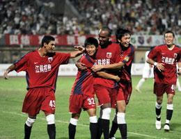 贝托头球打开胜利之门南昌主场2-0完胜长春亚泰