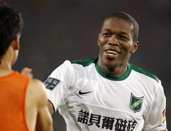 资料图片-2010中超联赛足球先生候选杭州队路易斯