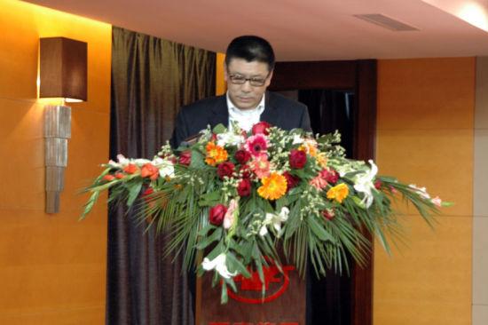 亚泰足球董事长刘玉明在签约仪式上发言
