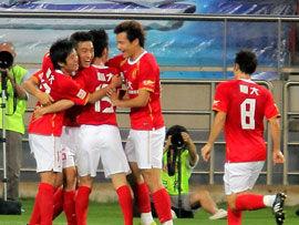 冯潇霆头槌致胜广州客场1-0胜天津反超北京登顶