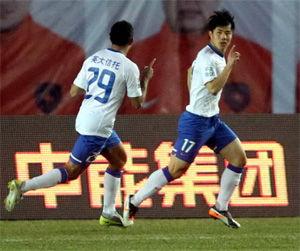 中超-蒿俊闵破门后伤退郑龙中柱鲁能客场1-0青岛