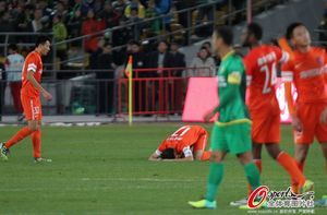 中超-格隆头槌制胜国安主场1-0送青岛中能降级