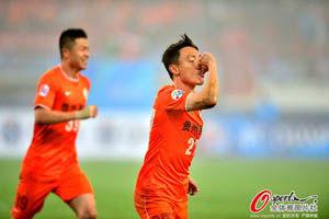 亚冠-陈子介两球曲波破门人和扳3球3-1逆转蔚山