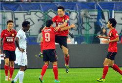 中超-郜林2球李玮锋遭红牌+点球泰达2-5惨败恒大