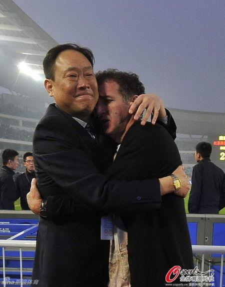 刘宇拥抱库卡