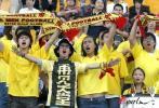 """图文-蓝狮0-0金德厦足球迷打出""""再见天堂""""标语"""