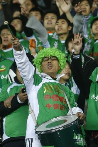 图文-[中超]北京国安1-0山东鲁能这位球迷很特别