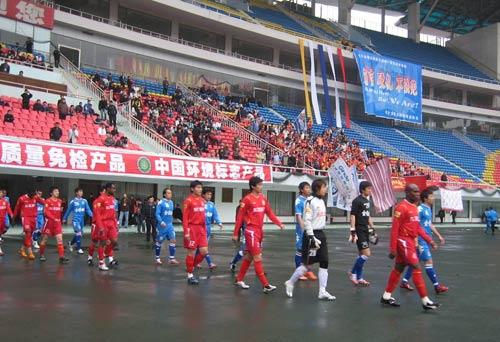 图文-[中超]长沙2-2长春 新赛季首战球员入场仪式图片