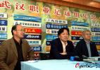 图文-武汉光谷宣布新帅上任俱乐部高层陪同老朱
