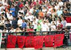 图文-武汉1-0长春 球迷打出