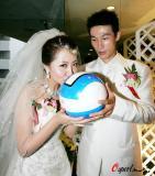 图文-曹阳天津举行婚礼新娘亲吻他的第二生命