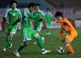图文-[中超]青岛中能负于北京国安郑龙灵巧控球