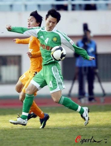 图文-[中超]青岛盛文VS北京国安周挺解禁复出