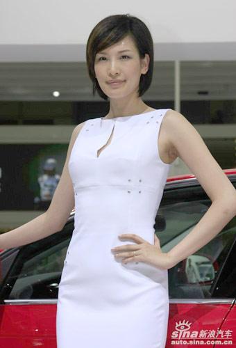 美少妇色视频_图文-谢晖娇妻上海车展当车模 美艳少妇为香车添色