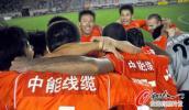 图文-[中超]青岛中能2-1上海申花 团结就是力量