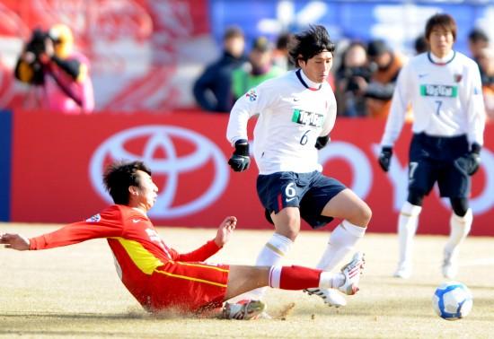 图文-[亚冠]长春亚泰0-1鹿岛鹿角 中田浩二过人