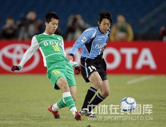 图文-[亚冠]北京国安VS川崎前锋黄博文紧逼对手