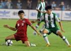 图文-[中超]河南建业1-0杭州绿城 双方球员激烈争抢
