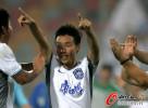 图文-[中超]天津vs河南 陈涛任意球终场绝杀河南