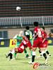 图文-[中超]南昌八一VS北京国安 双方争夺控球权