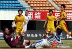 图文-[中超]深圳VS陕西 黄凤涛铲射破门瞬间