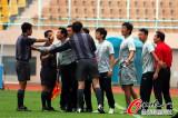 亚泰教练与裁判争执