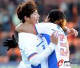 图文-[中超]山东客场1比1南昌提前夺冠 拥抱庆祝