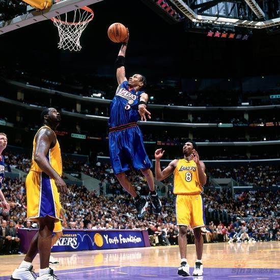 NBA老照片-76人灵魂闪耀洛杉矶在OK组合头上灌篮