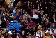 NBA老照片-全明星之夜纽约绽放科比注视狼王暴扣