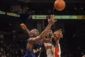 NBA老照片-两代华盛顿领袖对决当乔丹遇到阿里纳斯