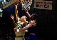 NBA老照片-穆大叔不摇手指31次盖帽书写黑八奇迹