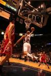 图文-[NBA常规赛]火箭VS网队杰弗森篮下小勾手
