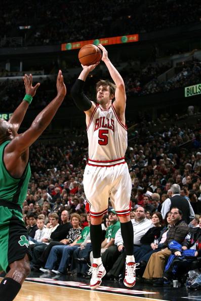 图文-[NBA]凯尔特人92-81公牛诺西奥尼自信出手