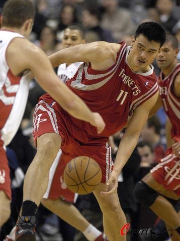 图文-[NBA]火箭80-93猛龙姚明下盘有些不稳