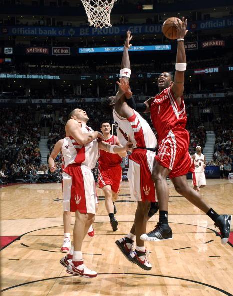 图文-[NBA]火箭80-93猛龙麦迪压波什左手上篮