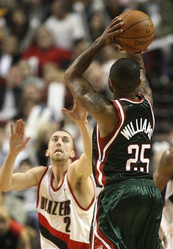 图文-[NBA]雄鹿113-117开拓者威廉姆斯也有翘臀
