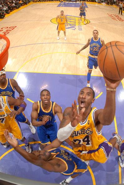 图文-[NBA常规赛]勇士vs湖人科比上篮显王者风范