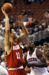 图文-[NBA]火箭88-100负76人姚明怒吼渴望爆发