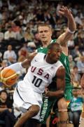 图文-[热身赛]美国VS立陶宛 科比侧身带球